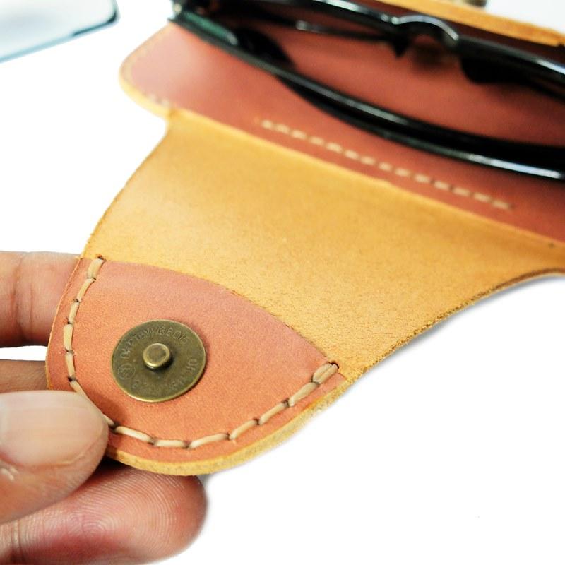 belt case glasses leather